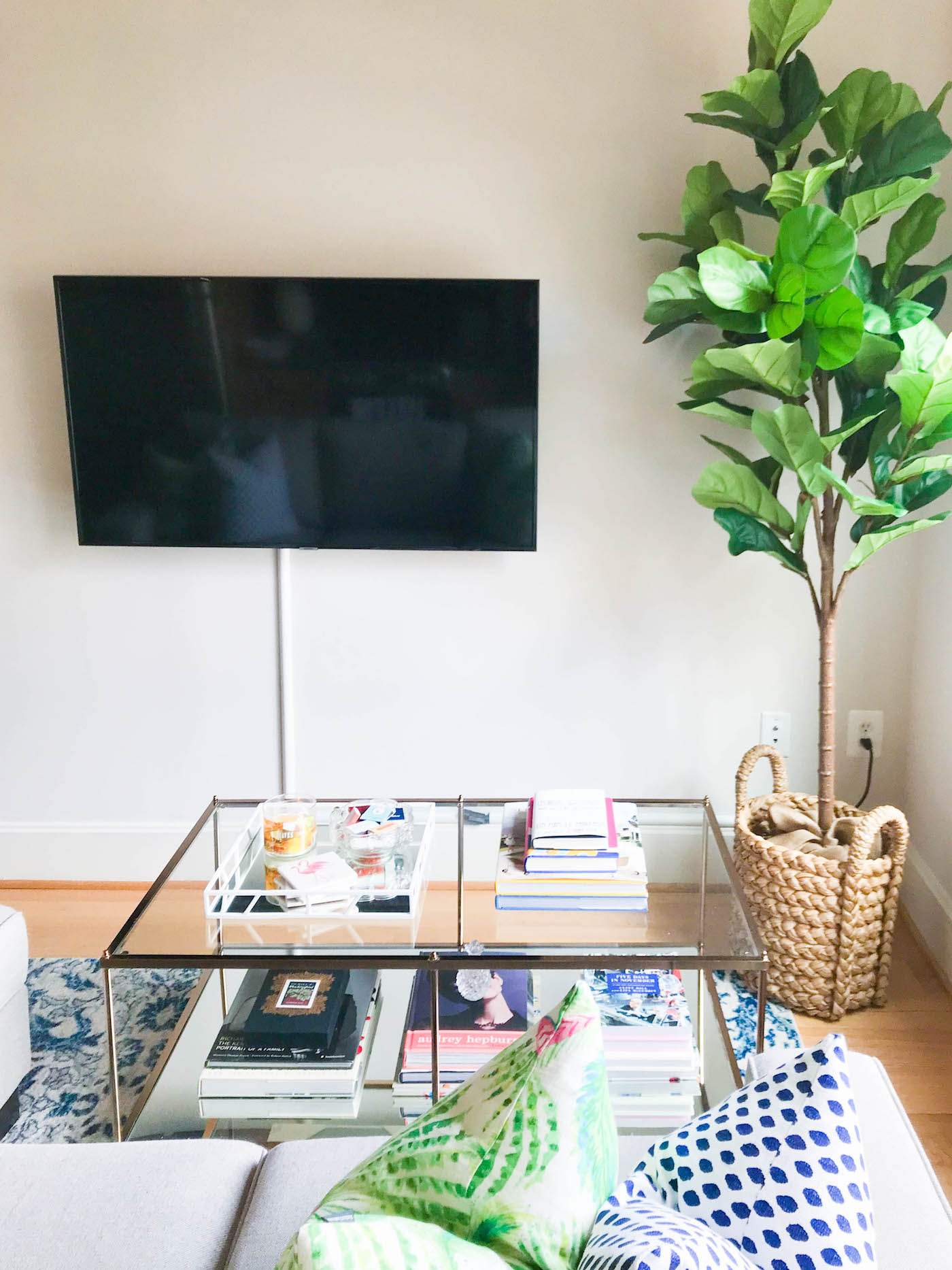 tv mounting tips for a small apartment
